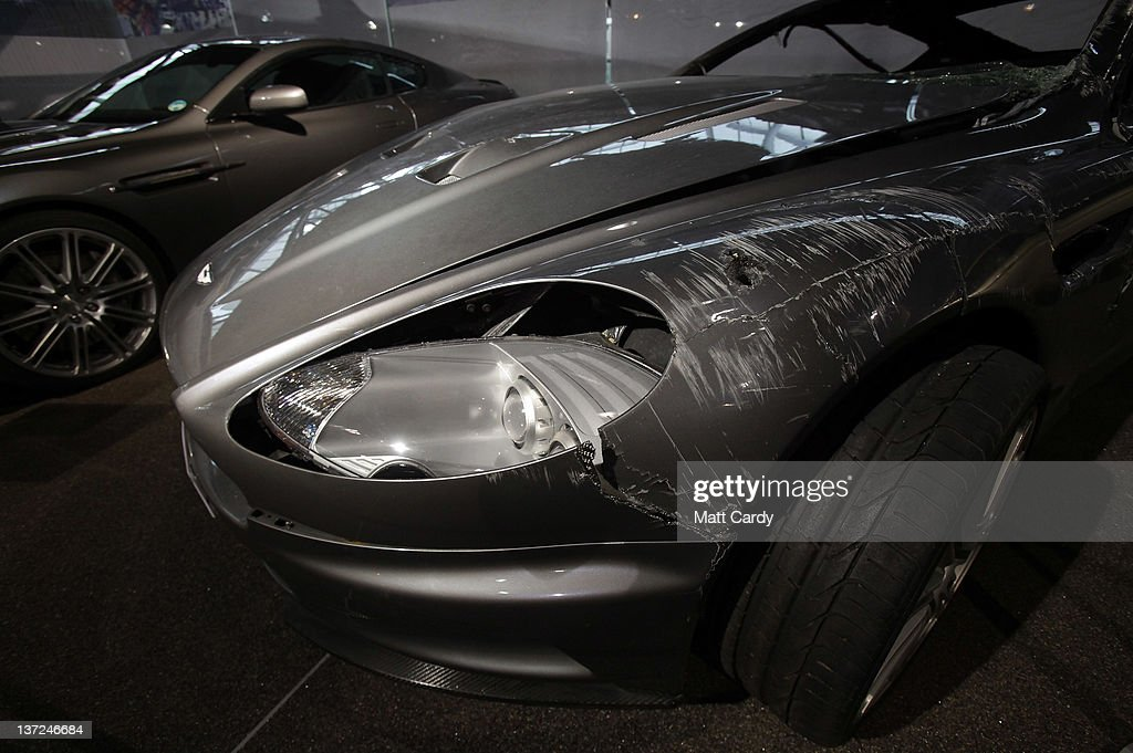 A Damaged Aston Martin Dbs That Was Used In The James Bond Film Foto Jornalistica Getty Images