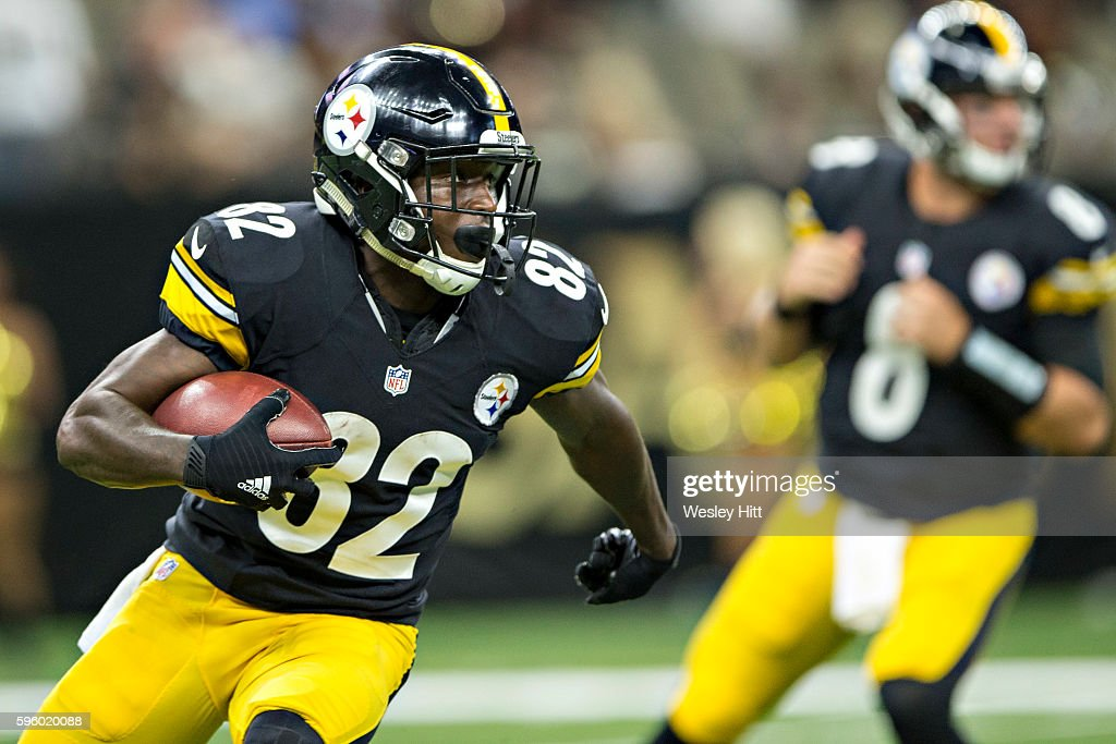 Damarcus Ayers #82 of the Pittsburgh Steelers runs the ball during a preseason game against the New Orleans Saints at Mercedes-Benz Superdome on August 26, 2016 in New Orleans, Louisiana. The Steelers defeated the Saints 27-14.