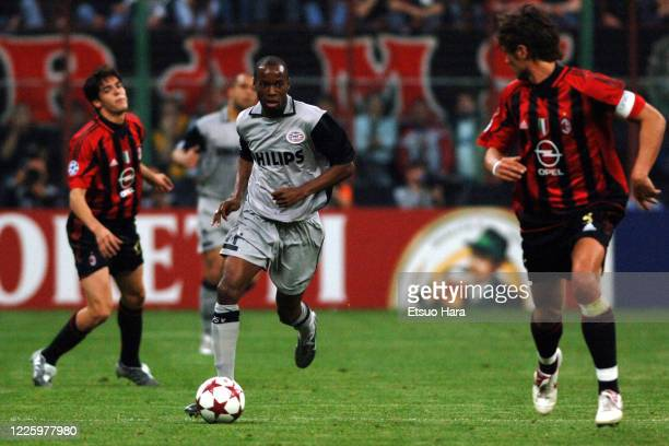 DaMarcus Beasley of PSV Eindhoven in action during the UEFA Champions League semi final 1st leg match between AC Milan and PSV Eindhoven at the...