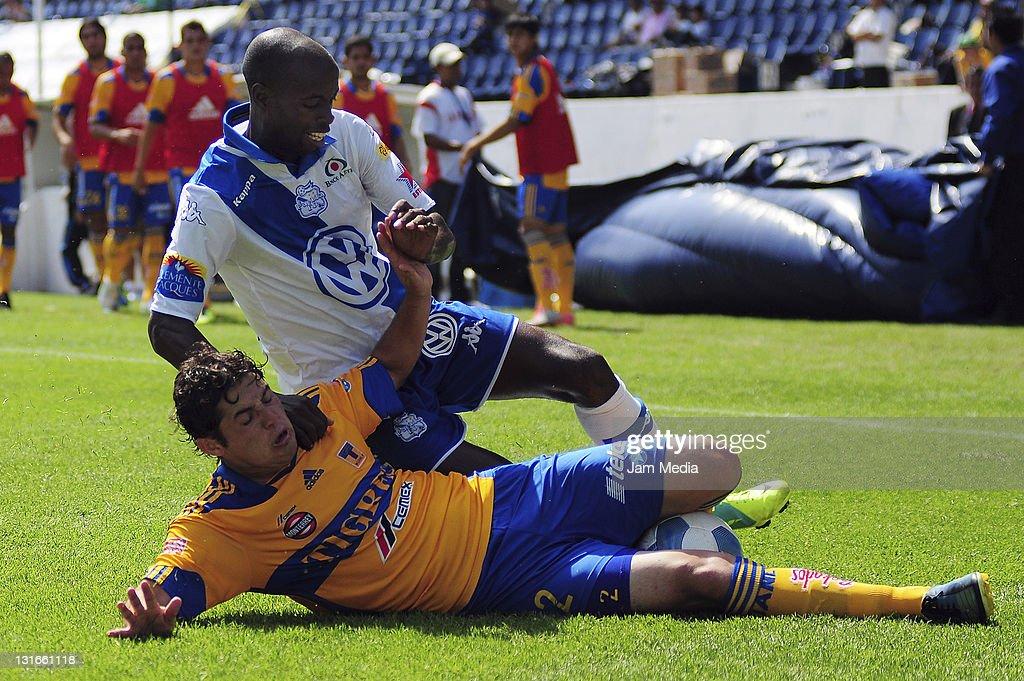 Puebla v Tigres Apertura 2011 : News Photo