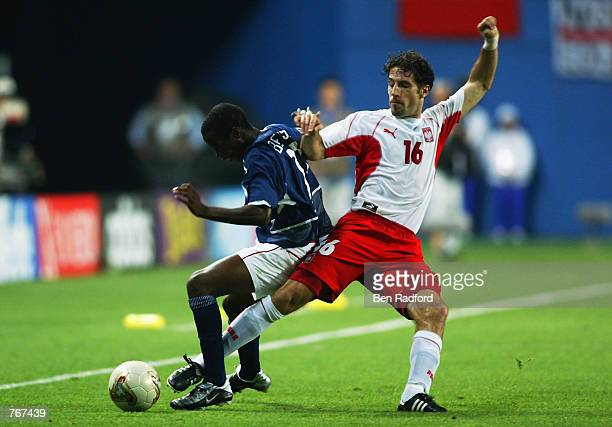 DaMarcus Beasley of the USA shields the ball from Maciej Murawski of Poland during the FIFA World Cup Finals 2002 Group D match played at the Daejeon...