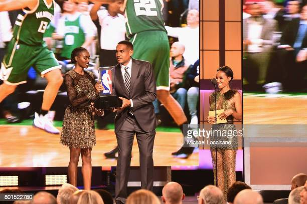 Damaris Lewis Grant Hill and Jada Pinkett Smith present the award for 2017 NBA Rookie of The Year on stage during the 2017 NBA Awards Live On TNT on...