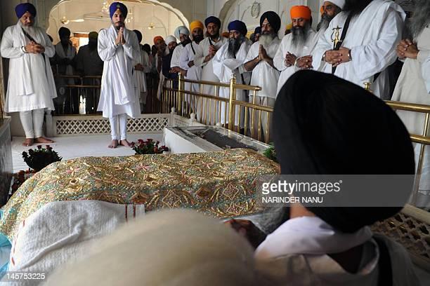 Damdami Taksal chief Harnam Singh Dhumma , Dal Khalsa Spokeperson Kanwarpal Singh , and Ishar Singh , son of Jarnail Singh Bhindranwale, offer...