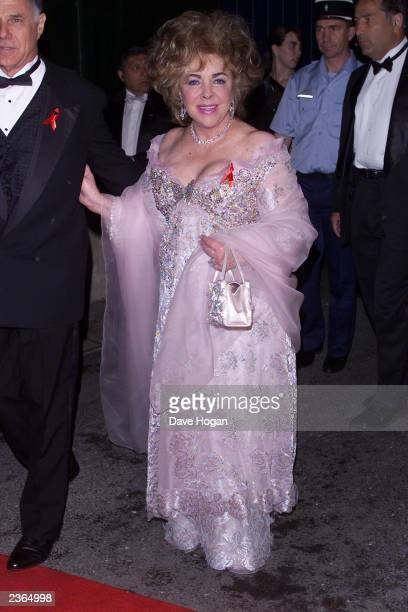Dame Elizabeth Taylor arrives for 'A Diamond is Forever.. Cinema Against Aids 2001' amfAR benefit at Le Moulin de Mougins in Cannes, France, 5/17/01....