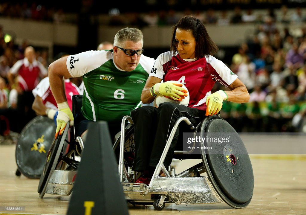 Dame Kelly Holmes of team Endevour holds off pressure from Dennis Ramsay of team Invictus during Day Two of the Invictus Games at Olympic Park on September 12, 2014 in London, England.