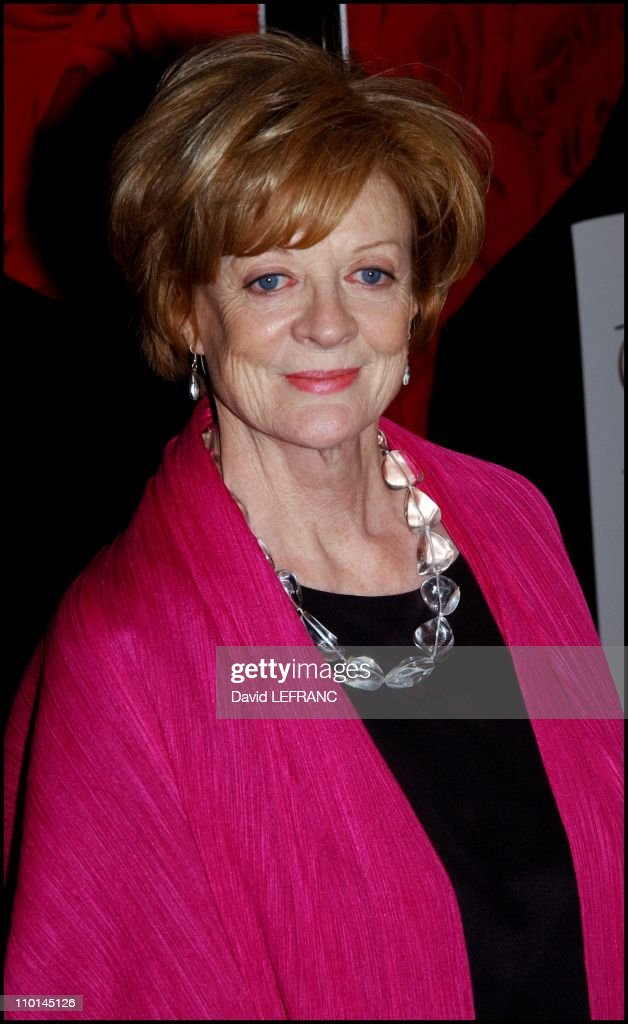 """New York Premiere of Robert Altman's """"Gosford Park"""" at the Ziegfeld Theater in New York, United States on December 03, 2001. : News Photo"""
