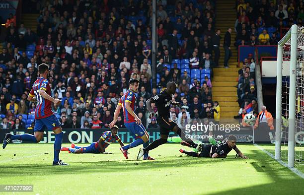 Dame N'Doye of Hull City scores the opening goal during the Barclays Premier League match between Crystal Palace and Hull City at Selhurst Park on...