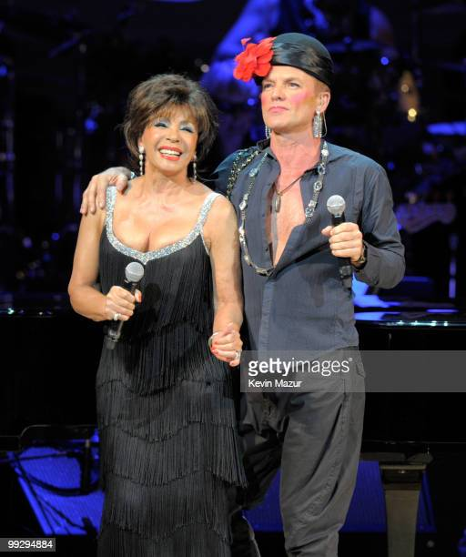 Dame Shirley Bassey and Sting perform on stage during the Almay concert to celebrate the Rainforest Fund's 21st birthday at Carnegie Hall on May 13...