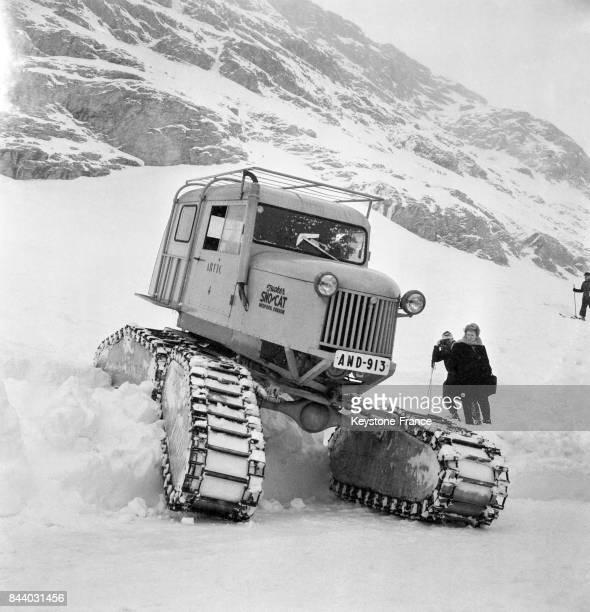 Dameuse en action au Val d'Isère France en février 1956