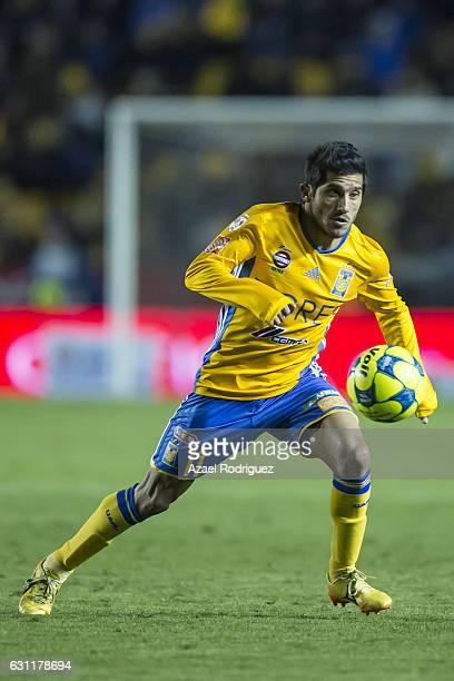 Damian Alvarez of Tigres drives the ball during the 1st round match between Tigres UANL and Santos Laguna as par of the Torneo Clausura 2017 Liga MX...