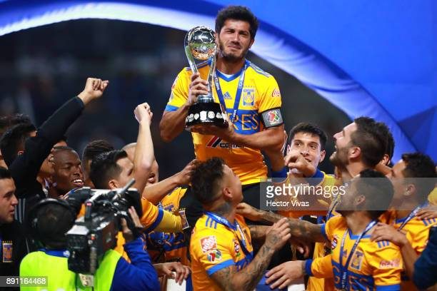 Damian Alvarez of Tigres lifts the trophy to celebrate after winning the second leg of the Torneo Apertura 2017 Liga MX final between Monterrey and...