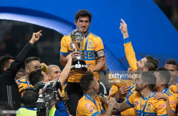 Damian Alvarez of Togres lifts the champions trophy during the Final second leg match between Monterrey and Tigres UANL as part of the Torneo...