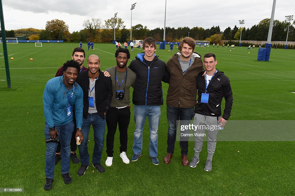 Soccer - Barclays Premier League - South Africa Rugby Team Visit - Cobham Training Ground : News Photo