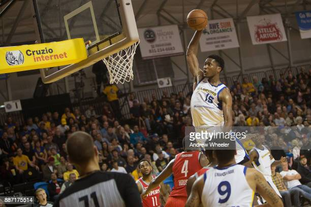 Damian Jones of the Santa Cruz Warriors dunks the ball during the NBA GLeague game against the Rio Grande Valley Vipers on November 24 2017 at Kaiser...