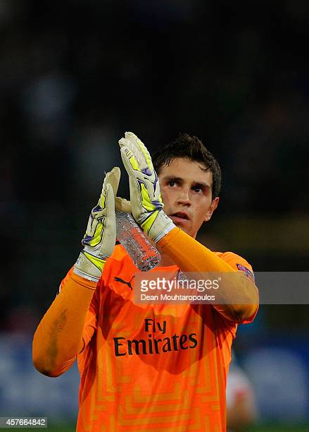 Damian Martinez of Arsenal applauds the crowd prior to the UEFA Champions League Group D match between RSC Anderlecht and Arsenal at Constant Vanden...