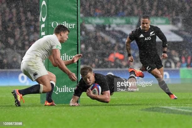 Damian McKenzie of New Zealand All Blacks touches down for his team's first try during the Quilter International match between England and New...