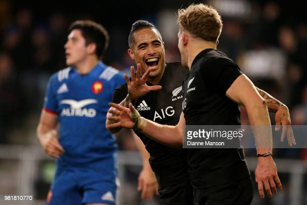 Damian McKenzie of the All Blacks celebrates hi stry with teammate Aaron Smithe during the International Test match between the New Zealand All...
