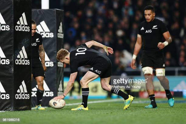 Damian McKenzie of the All Blacks runs in a try during the International Test match between the New Zealand All Blacks and France at Forsyth Barr...