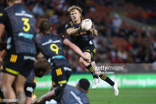 Damian McKenzie of the Chiefs catches the ball during the round eight Super Rugby Aotearoa match between the Chiefs and the Crusaders at FMG Stadium...
