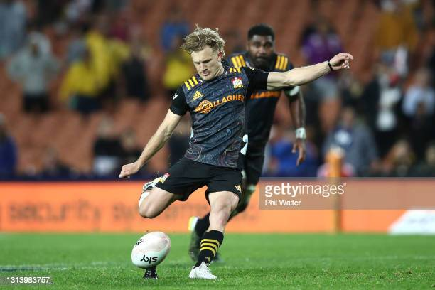 Damian McKenzie of the Chiefs kicks the match winning penalty during the round nine Super Rugby Aotearoa match between the Chiefs and the Hurricanes...