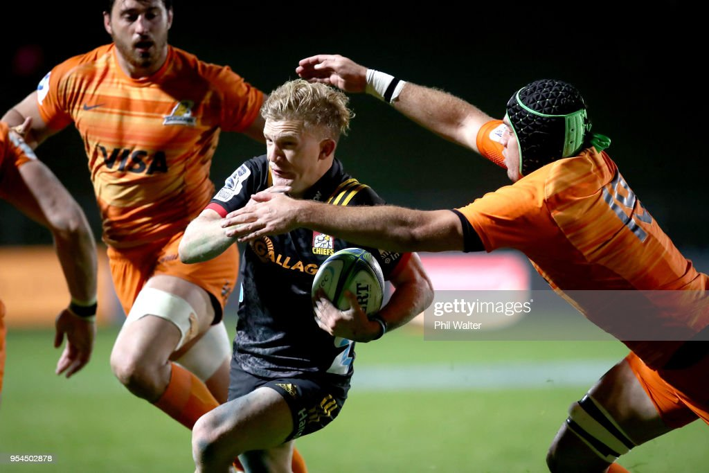 Damian McKenzie of the Chiefs makes a break during the round 12 Super Rugby match between the Chiefs and the Jaguares at Rotorua International Stadium on May 4, 2018 in Rotorua, New Zealand.