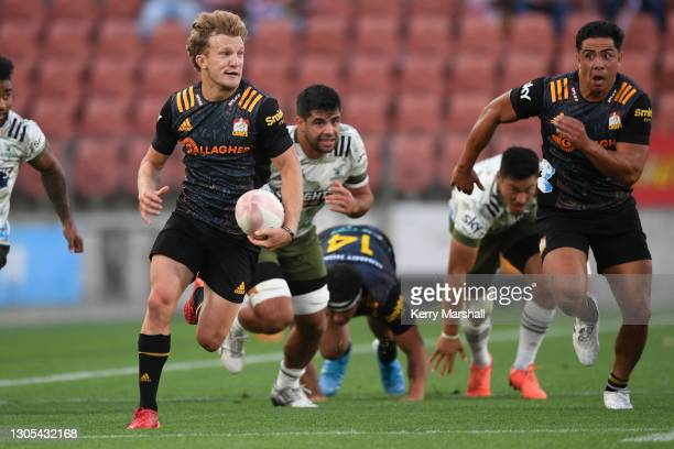 Damian McKenzie of the Chiefs makes a break during the round two Super Rugby Aotearoa match between the Chiefs and the Highlanders at FMG Stadium...