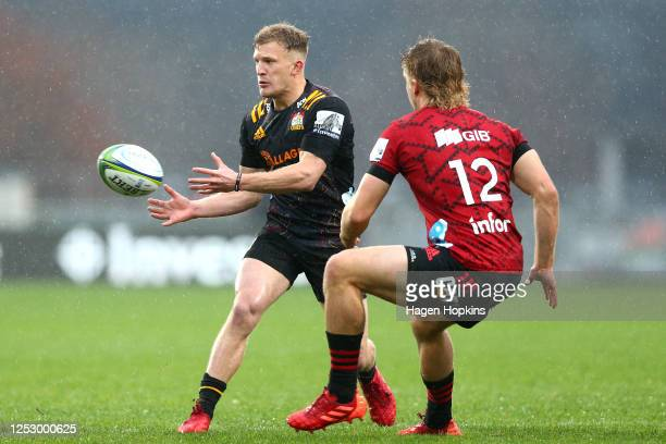Damian McKenzie of the Chiefs offloads the ball during the round 3 Super Rugby Aotearoa match between the Crusaders and the Chiefs at Orangetheory...