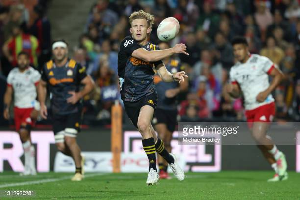 Damian McKenzie of the Chiefs passes the ball during the round eight Super Rugby Aotearoa match between the Chiefs and the Crusaders at FMG Stadium...
