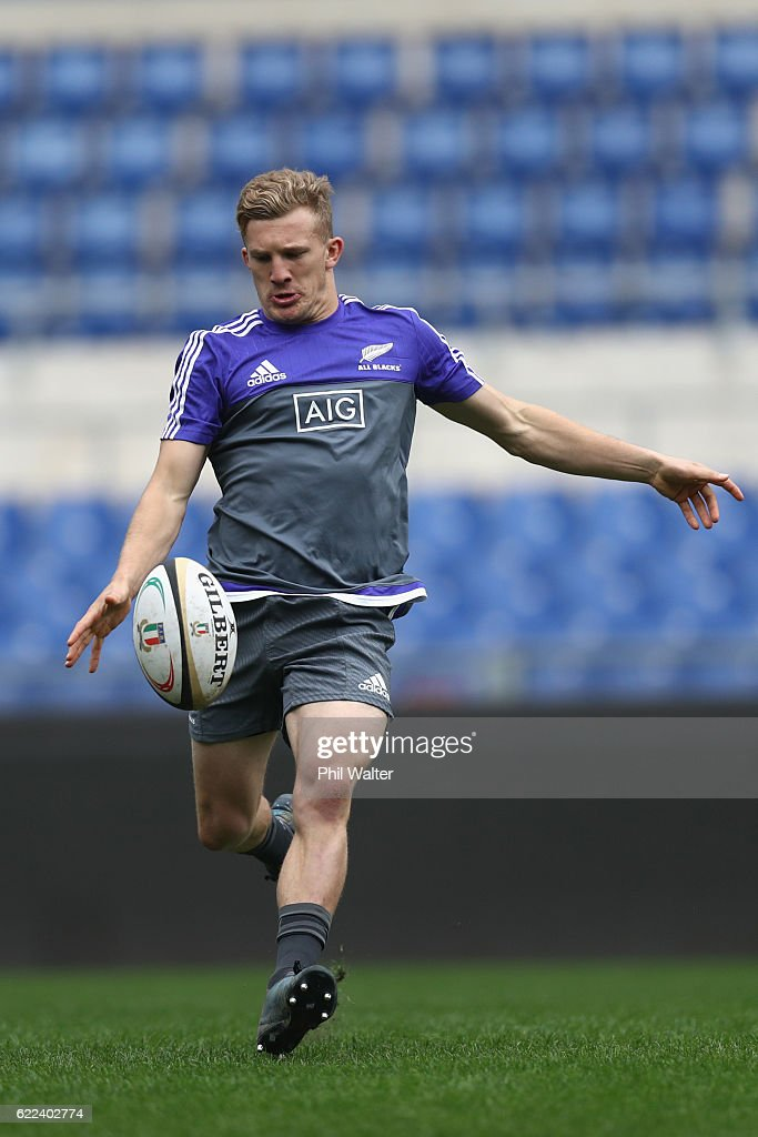 Damian McKenzie of the New Zealand All Blacks kicks the ball during the All Blacks captains run at Stadio Olimpico on November 11, 2016 in Rome, Italy.
