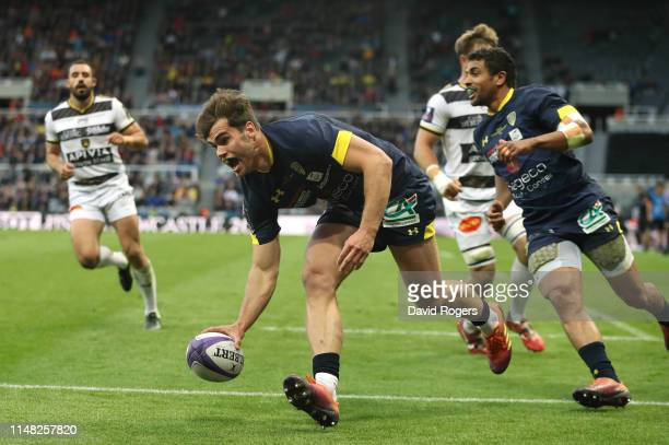 Damian Penaud of ASM Clermont scores the opening try during the Challenge Cup Final match between La Rochelle and ASM Clermont at St James Park on...