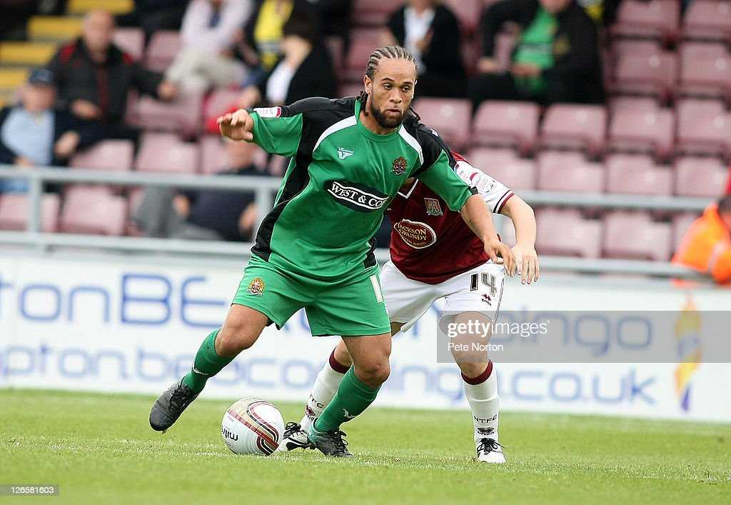 Northampton Town v Dagenham & Redbridge - npower League 2 : News Photo