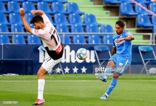 Damian Suarez of FC Getafe and Didac Vila of Espanyol Barcelona battle for the ball during the Liga match between Getafe CF and RCD Espanyol at...