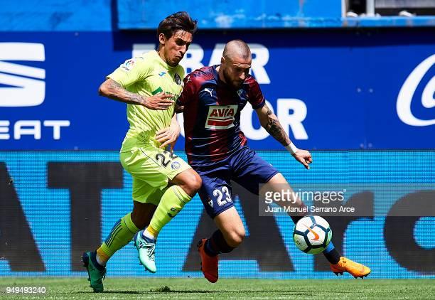 Damian Suarez of Getafe CF duels for the ball with David Junca of SD Eibar during the La Liga match between SD Eibar and Getafe CF at Ipurua...