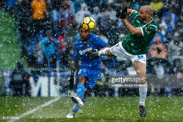 Damian Suarez of Getafe CF strikes the ball across Nordin Amrabat of Deportivo Leganes during the La Liga match between Getafe CF and Deportivo...