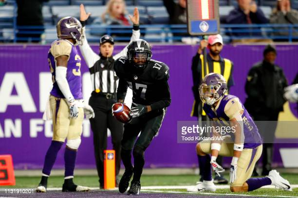 Damian Washington of Birmingham Iron scores a two point conversion against the Atlanta Legends during the fourth quarter of the Alliance of American...