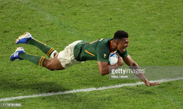 Damian Willemse of South Africa scores his team's ninth try during the Rugby World Cup 2019 Group B game between South Africa and Canada at Kobe...