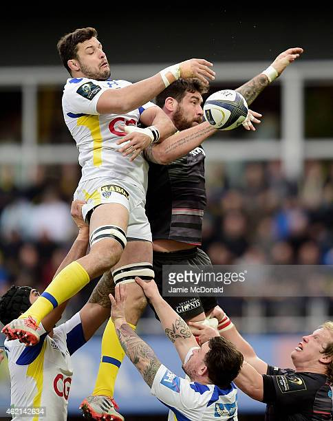 Damien Chouly of Clermont and Jim Hamilton of Saracens compete for lineout ball during the European Rugby Champions Cup Pool 1 match between Clermont...