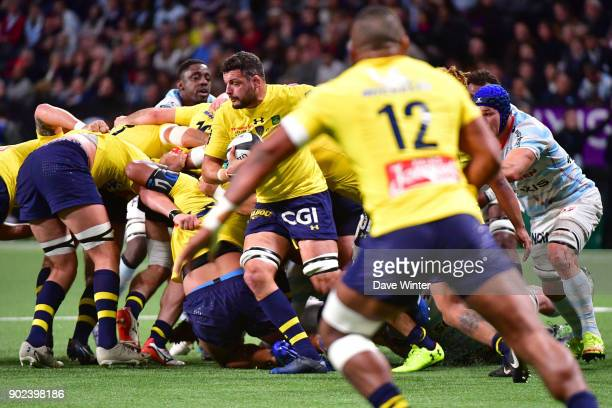 Damien Chouly of Clermont makes a break during the Top 14 match between Racing 92 and Clermont on January 7 2018 in Nanterre France