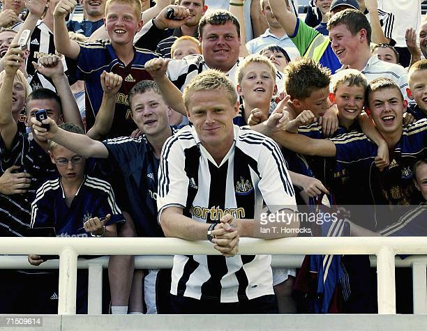Damien Duff attends a Newcastle United photocall to announce his signing from Chelsea, on July 24, 2006 in Newcastle-upon-Tyne, England. The...