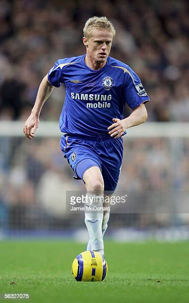 Damien Duff of Chelsea controls the ball during the Barclays Premiership match between Chelsea and Middlesbrough at Stamford Bridge on December 3...