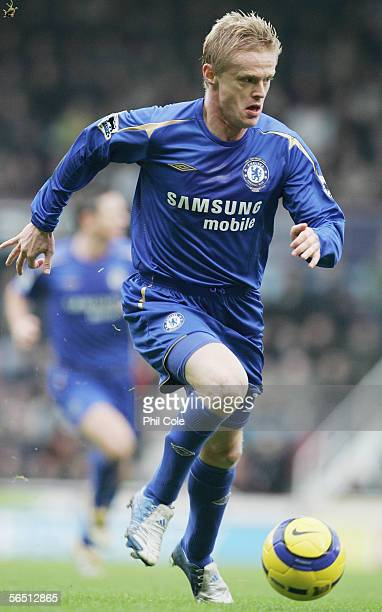Damien Duff of Chelsea in action during the Barclays Premiership match between West Ham United and Chelsea at Upton Park on January 2 2006 in London...