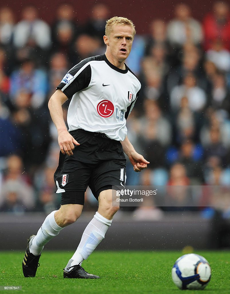 Damien Duff of Fulham in action during the Barclays Premier League match between Aston Villa and Fulham at Villa Park on August 30, 2009 in Birmingham, England.