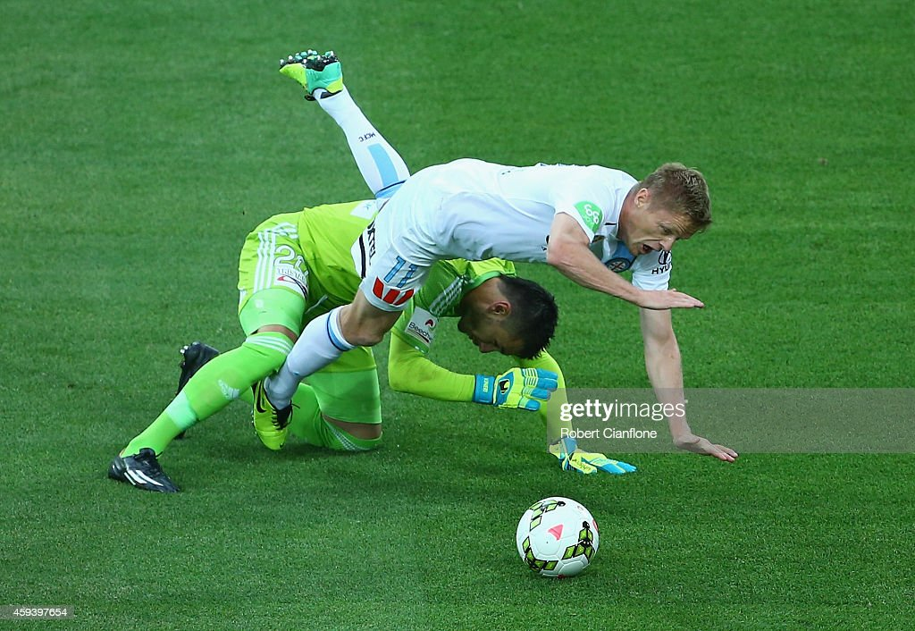 Damien Duff of Melbourne City is challenged by Sydney FC goalkeeper Vedran Janjetovic during the round seven A-League match between Melbourne City and Sydney FC at AAMI Park on November 22, 2014 in Melbourne, Australia.