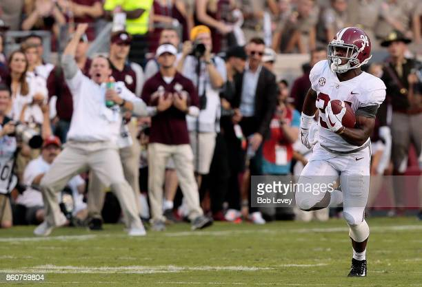 Damien Harris of the Alabama Crimson Tide runs 75 yards for a touchdown in the first quarter against the Texas AM Aggies at Kyle Field on October 7...