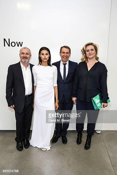 Damien Hirst Katie Keight Jeff Koons and Justine Shankbone attend a private dinner for Jeff Koons hosted by Damien Hirst at Newport Street Gallery on...