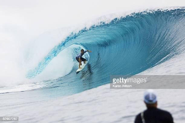 Damien Hobgood in action during the Billabong Pro Tahiti title May 17 2005 in Teahupoo Tahiti French Polynesia Hobgood posted some of the highest...