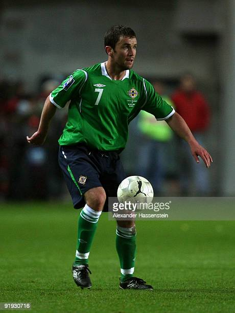 Damien Johnson of Northern Ireland runs with the ball during the FIFA 2010 World Cup Group 3 Qualifier match between Czech Republic and Northern...