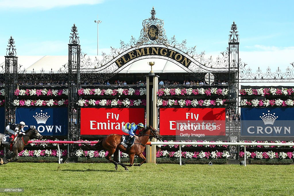 Highlights From Crown Oaks Day