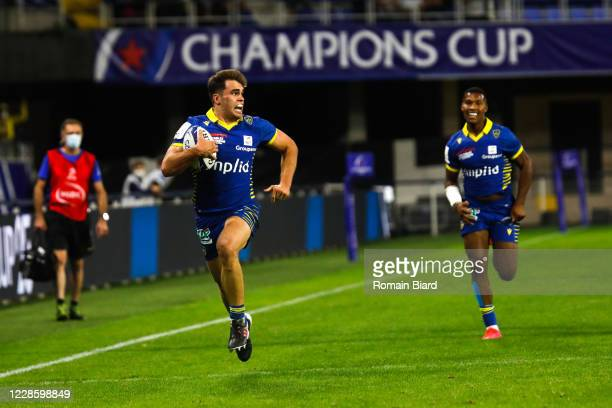 Damien PENAUD of Clermont score his try during the Quarter-Final Champions Cup match between Clermont and Racing92 at Stade Marcel Michelin on...