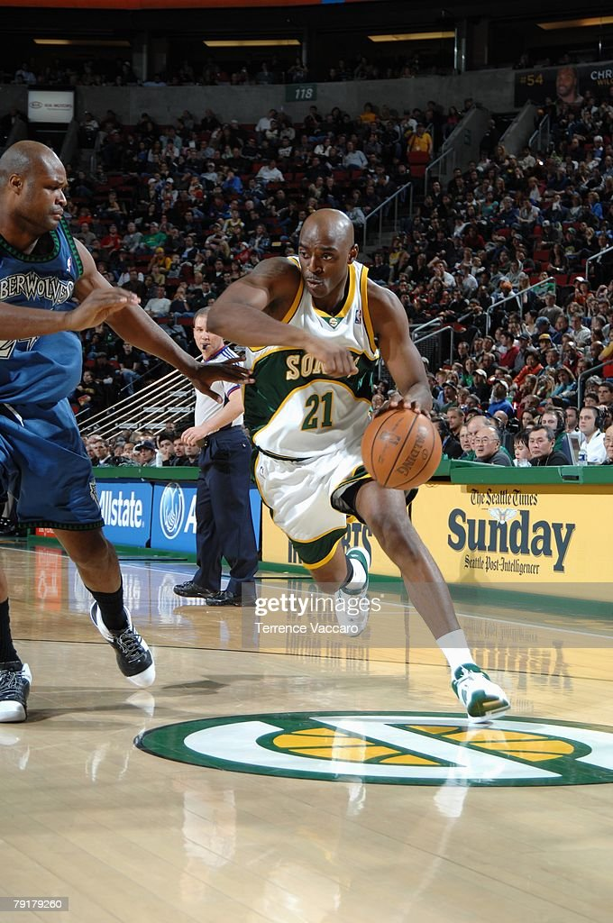 Damien Wilkins #21 of the Seattle SuperSonics drives to the basket against Antoine Walker #24 of the Minnesota Timberwolves during the game at Key Arena on December 29, 2007 in Seattle, Washington. The Sonics won 109-90.